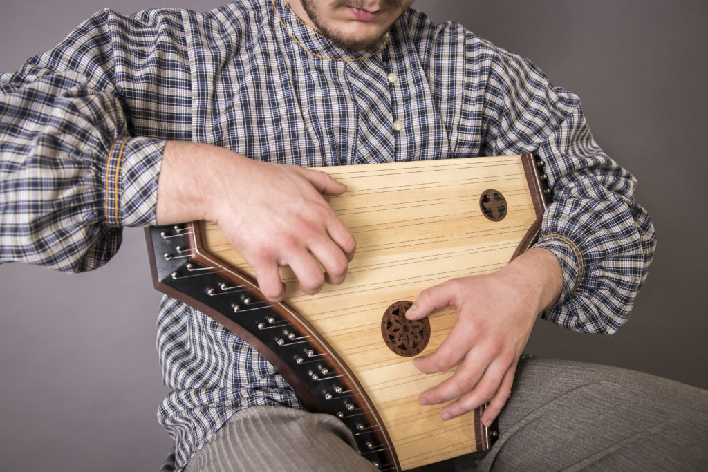 Plucked psaltery pig snout